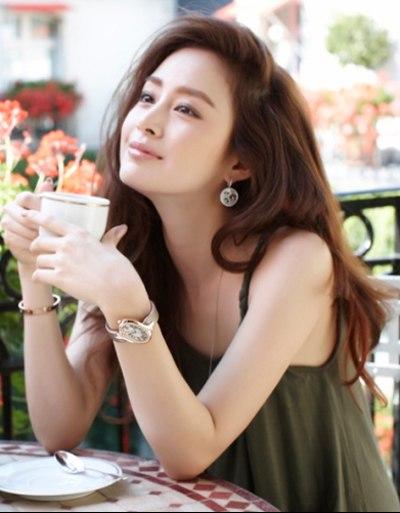 Phụ nữ ngoài 30 ăn thế nào để trẻ mãi