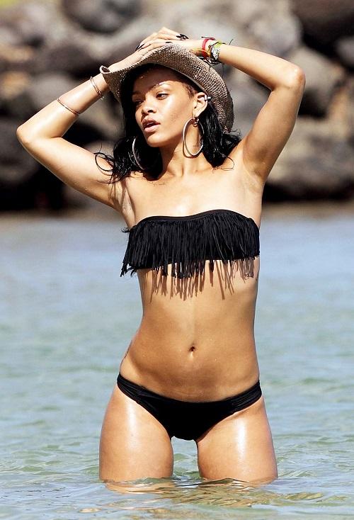 Hình thể 3 vòng sexy 87-61-92 cm của Rihanna