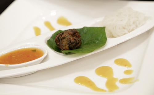 Món ăn dân dã Việt trên bàn tiệc cao cấp