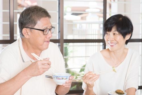 Những bí quyết dinh dưỡng giúp người cao tuổi khỏe mạnh