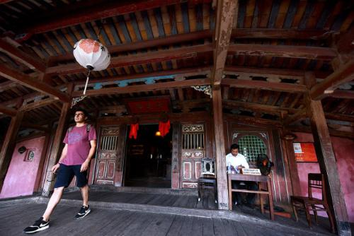 Tối đa 20 khách được qua chùa cầu Hội An