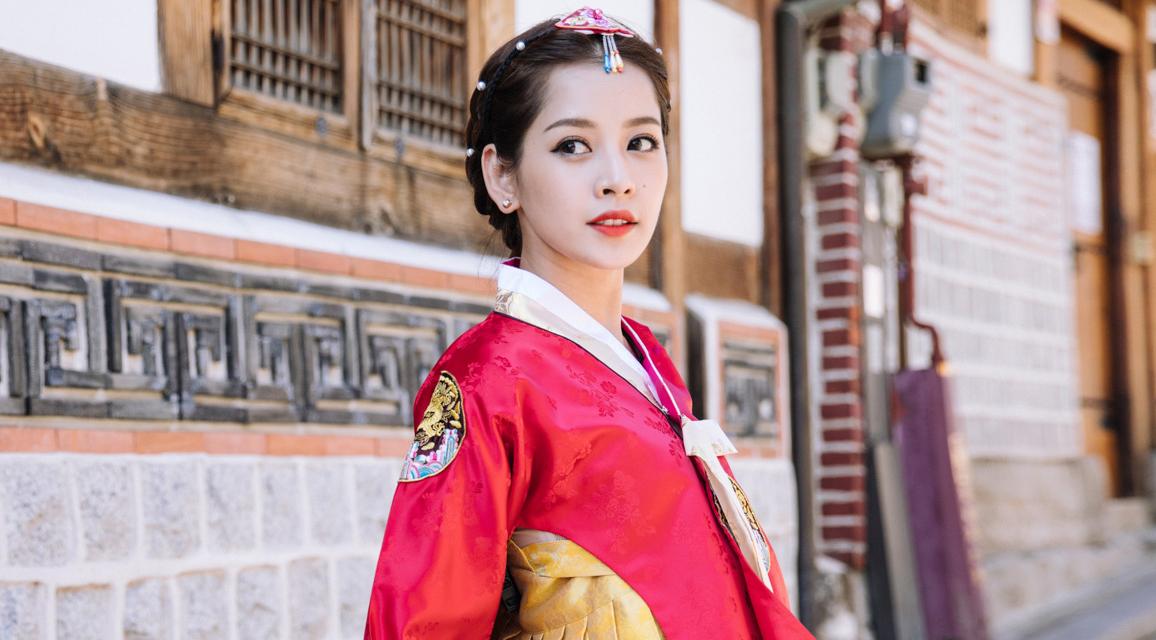 Chi Pu diện hanbok xinh xắn ở 'xứ sở kim chi'
