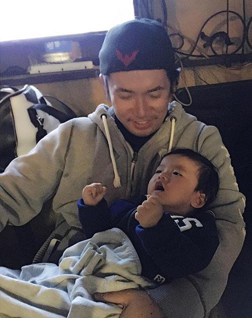 Gia đình Ngọc Quyên hạnh phúc bên con trai 9 tháng tuổi