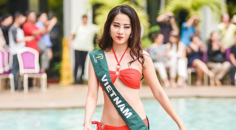 Màn trình diễn bikini cùng thí sinh Hoa hậu Trái đất của Nam Em