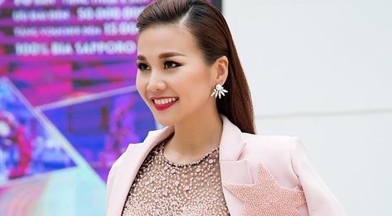 Ngắm bộ sưu tập blazer của siêu mẫu Thanh Hằng