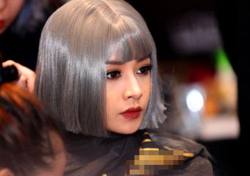 Angela Phương Trinh trang điểm đẹp với gu lạ