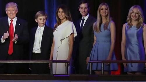 Thời trang nhậm chức của vợ chồng TT Donald Trump