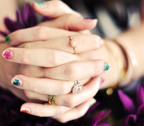 Cách vẽ móng tay hoa đẹp cho nàng nổi bật