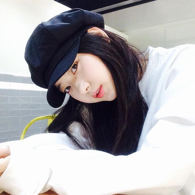 """Giới trẻ Hàn đang chuyển sang mê mệt chiếc mũ tưởng """"quê kiểng"""" mà lại cực cá tính này"""