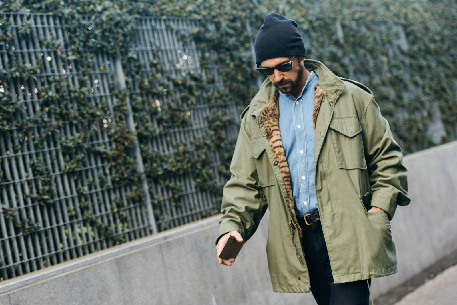 Mix áo denim cùng áo khoác