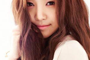 Tóc rẽ ngôi giữa đẹp đang được mỹ nhân Hàn ưa thích