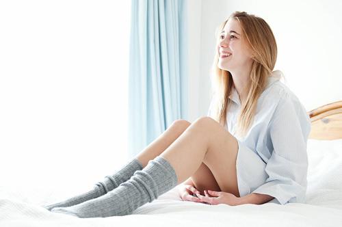 Thói quen đi tất khi ngủ vào mùa đông đúng hay sai?