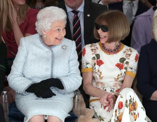Hàng ghế đầu London Fashion Week với sự xuất hiện của Nữ hoàng Anh