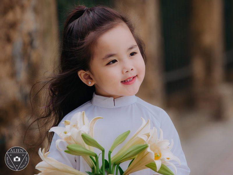 Bé gái 5 tuổi đáng yêu như thiên thần