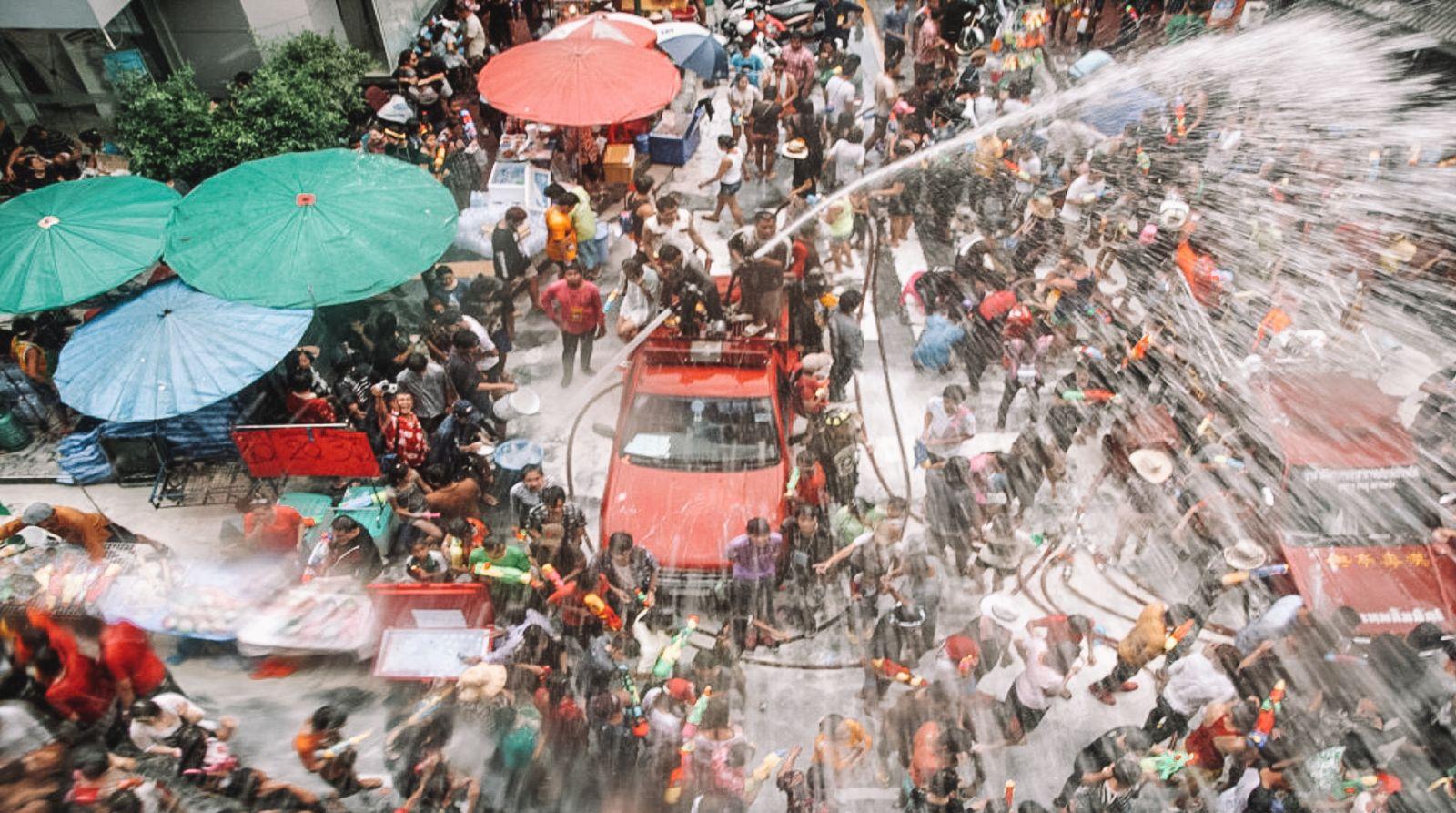 Lễ hội té nước Songkran - Thái Lan bạn nhất định phải đi một lần