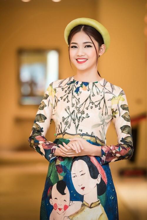 Cận cảnh vẻ đẹp cổ điển của Á hậu Thanh Tú