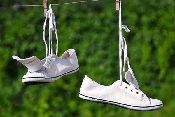 Giày đi cả tuần vẫn thơm tho nhờ bỏ vào trong vài thứ đơn giản