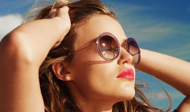 Vật dụng bất ly thân trong mùa hè mang tên 'kính râm'