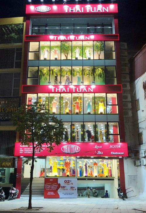 Nhận quà dịp khai trương cửa hàng Thái Tuấn