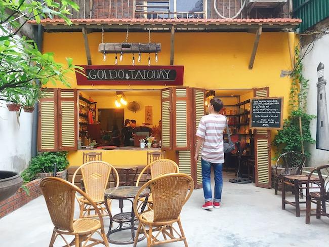 Tiny Cafe gây ấn tượng với không gian vintage cực nhiều sách