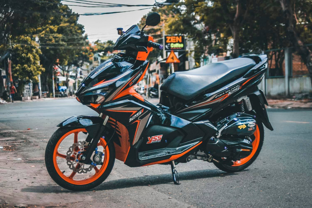 Air Blade độ chọn tông màu Orange & Black đẹp cá tính