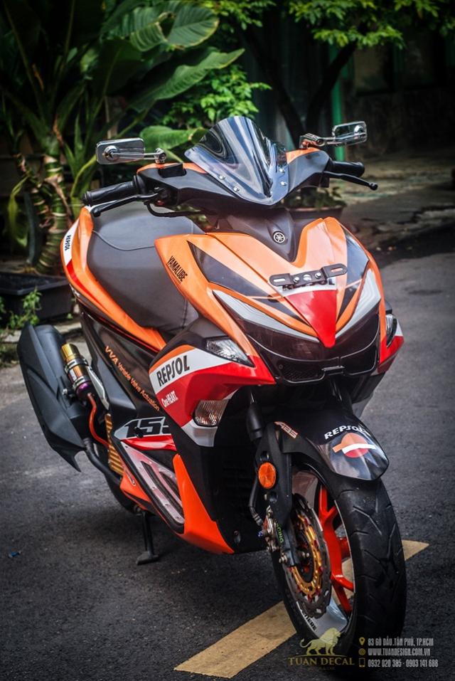 Yamaha NVX 155 độ phong cách Repsol với bộ giảm xóc đơn