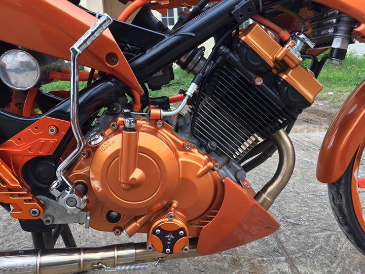 Raider 150 cơn lốc màu da cam độc đáo của biker nước bạn