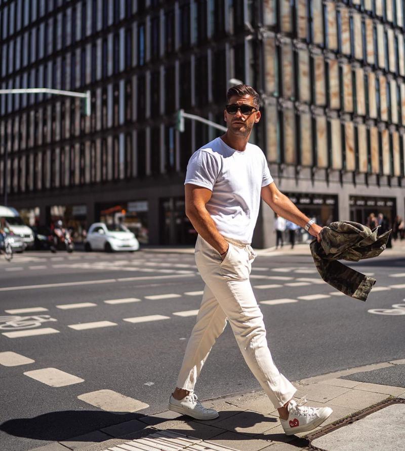 5 cách phối đồ với sneaker trắng mà chàng cứ diện đến công sở là cá tính