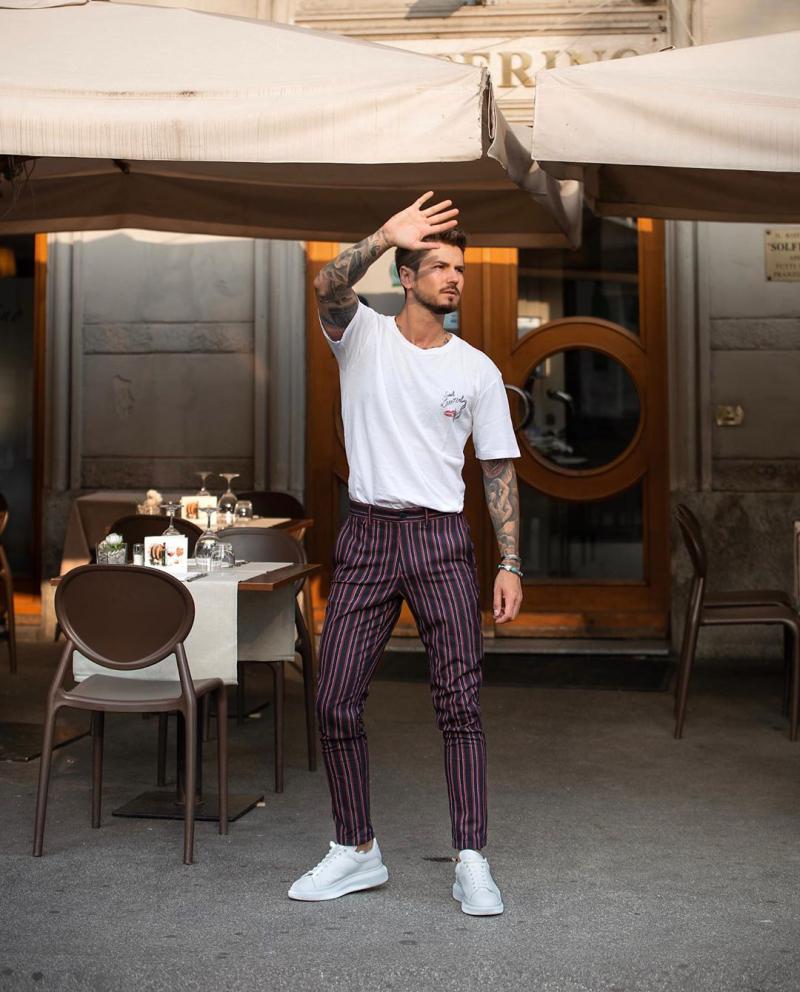 5 kiểu quần trouser phối với áo thun giúp chàng luôn thanh lịch thời trang