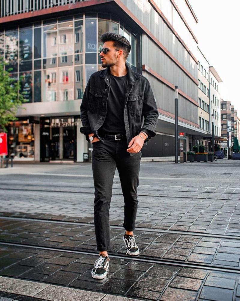 6 cách diện áo thun đen sơ-vin với quần dài giúp vẻ ngoài của chàng tự tin