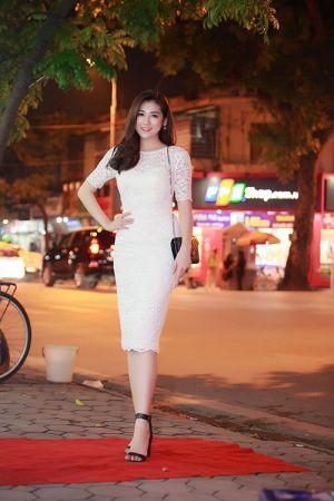 Á hậu Tú Anh gợi cảm cùng váy bó sát thu hút ánh nhìn