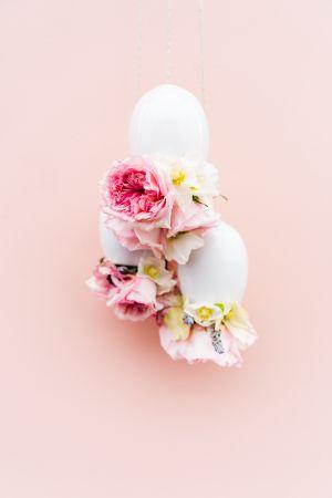 Cắm bình hoa úp ngược: tưởng khó hóa ra siêu đơn giản