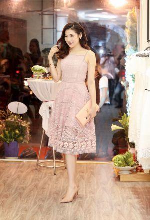 Á hậu Tú Anh đẹp 'ngất ngây' với váy ren Amy.