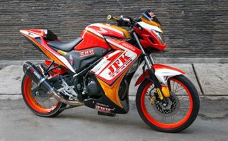 Honda CB150R độ Streetfighter nổi bật với bộ tem lửa mạnh mẻ