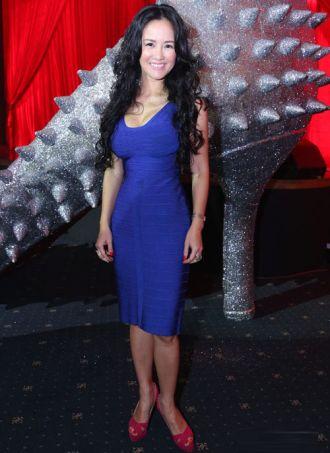 Chiếc váy xu nịnh vòng eo đáng ghen tị của Hồng Nhung