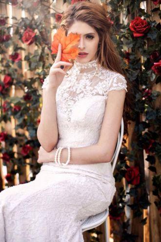 'Bí kíp' tạo dáng với váy cưới của sao Việt