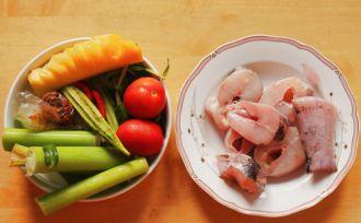 Nấu canh chua cá lóc làm dịu nắng đầu mùa