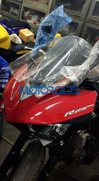 Yamaha R25 bất ngờ xuất hiện tại Ấn Độ