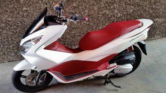 Honda PCX độ nhẹ với vài món đồ chơi hàng hiệu