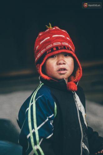 Hình ảnh nụ cười hồn nhiên của trẻ em Sa Pa co ro trong đợt rét lịch sử
