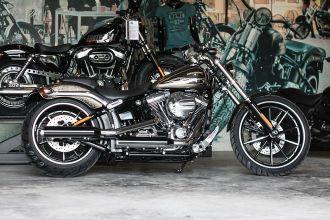 Chi tiết em Harley-Davidson Breakout sơn thủ công có giá 1,3 tỷ về Việt Nam
