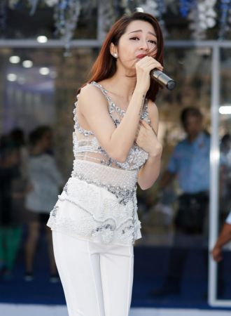 Bảo Anh, Uyên Linh mặc xuyên thấu khoe hình xăm đẹp