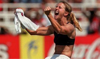 Huyền thoại bóng đá nữ Mỹ hiến não cho y học