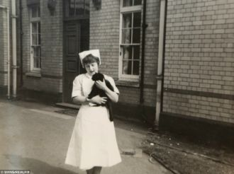 Nữ y tá phục vụ lâu nhất nước Anh