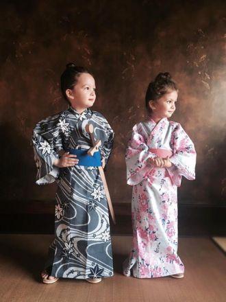 2 bé Tôm - Tép nhà Hồng Nhung dễ thương khi mặc Kimono