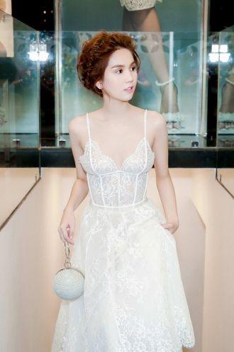 Vẻ đẹp khó cưỡng của Ngọc Trinh với mốt váy ngủ