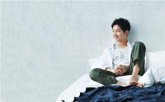 Lạnh lùng hay ngọt ngào, Song Joong Ki đều đẹp đến từng centimet