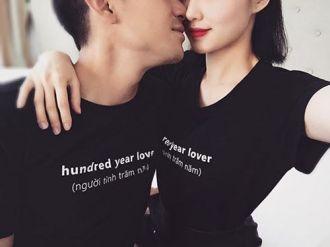 Vợ chồng Tâm Tít mặc áo đôi, hôn nhau ngọt ngào