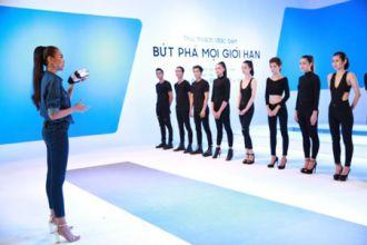 Siêu mẫu Thanh Hằng huấn luyện người mẫu trẻ trên sàn catwalk một không hai.