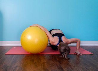 7 bài tập giúp tăng chiều cao với bóng